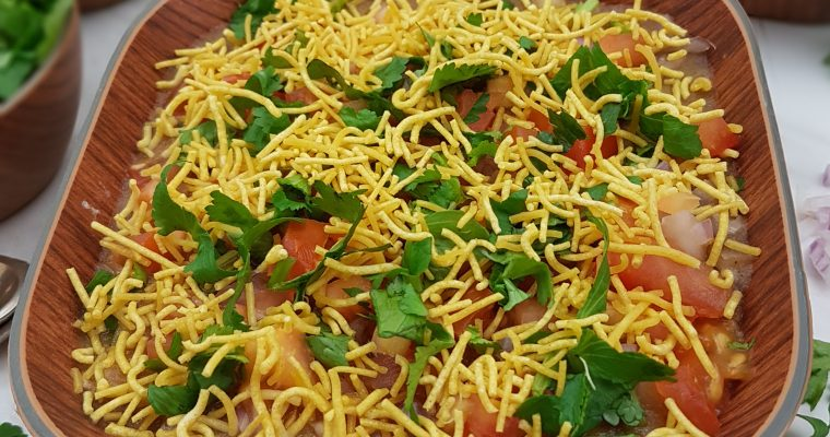 Masala Puri Chaat (Popular Street Food recipe)