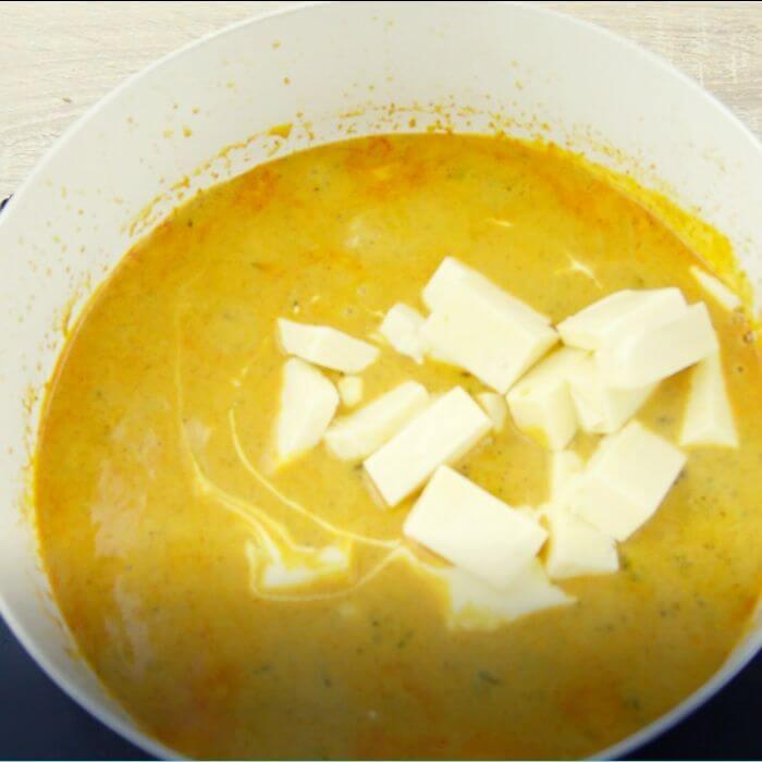 adding paneer cubes and cream to methi malai paner curry.